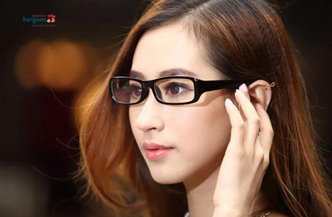 con gái mũi to mũi to nên đeo kính gì