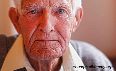 hậu quả của nâng mũi khi về già